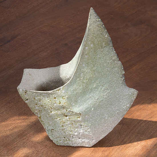 "Kaze, Yasuhisa Kohyama, ceramic, 14.75"" x 11.5"" x 4.75"", 2017. Photo by Tom Grotta."
